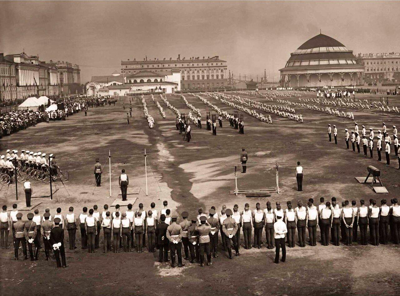 1912. Военно-спортивный праздник на Марсовом поле в честь 100-летнего юбилея Бородинского сражения.