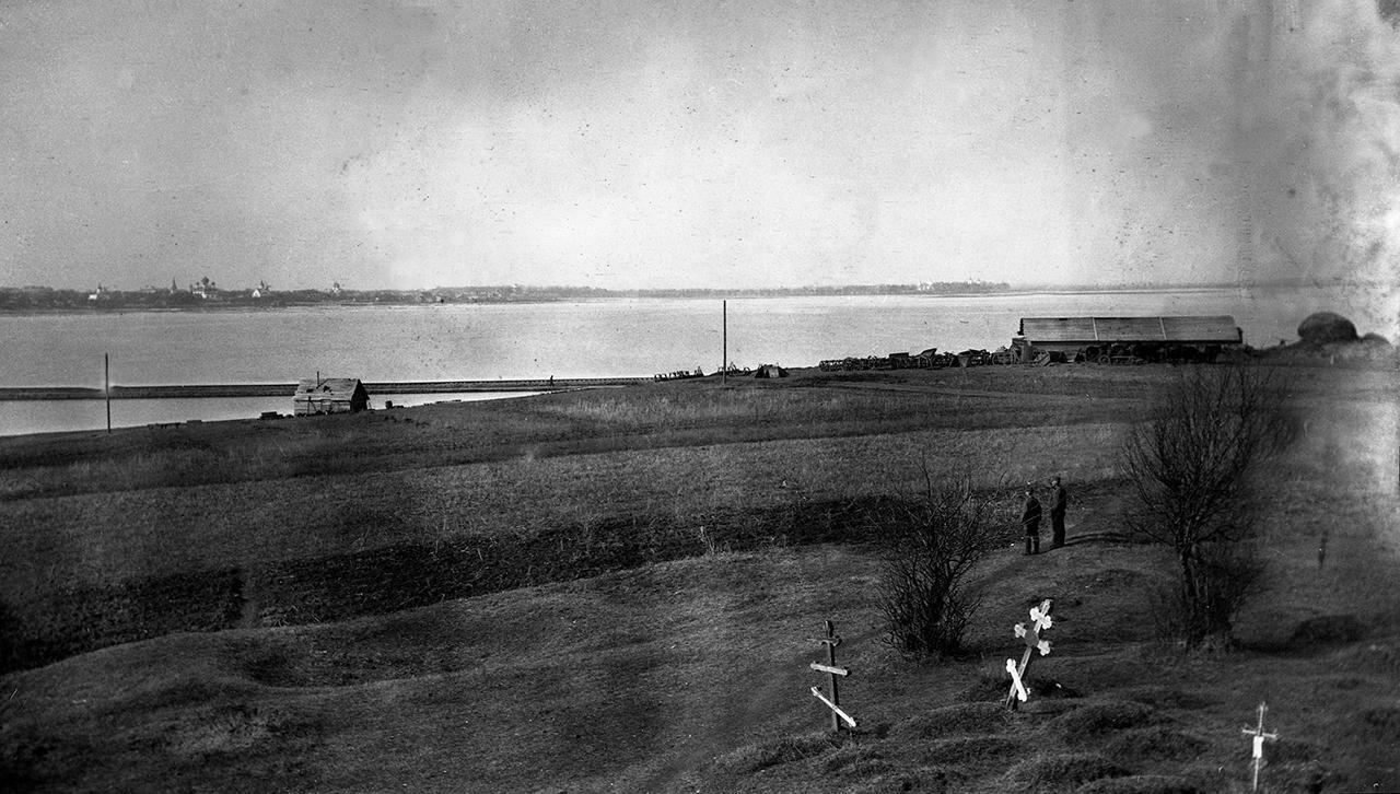 Вид на Новгород с противоположного берега Волхова