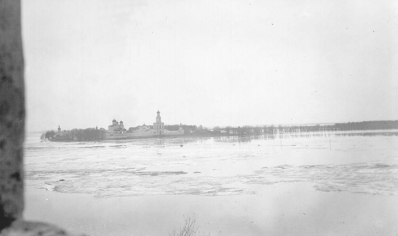 Вид на разлив реки у Юрьева монастыря