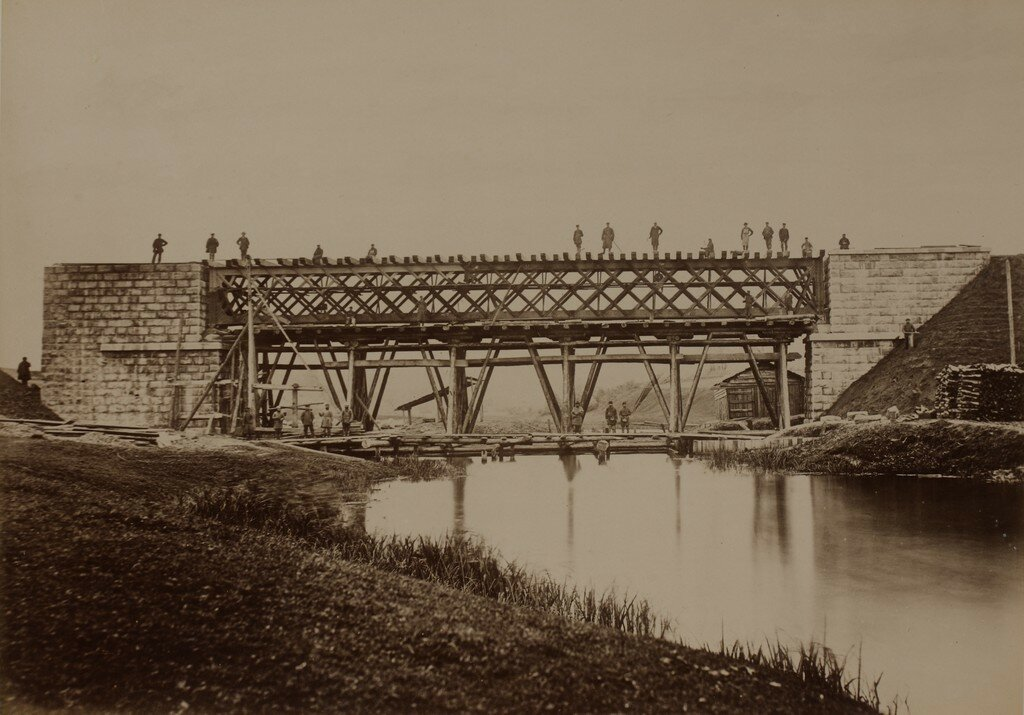 Железнодорожный мост через реки Вяйке-Эмайыги во время строительства