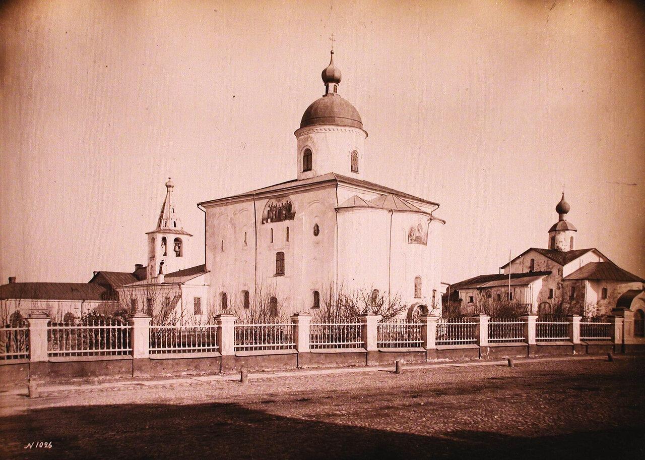 Вид на Николо-Дворищенский собор на Ярославовом дворище (построен в 1113 г.)