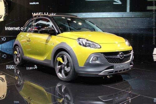 На стенде Opel красовался новый кроссовер