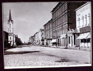 Вид на Дворянскую улицу с северной стороны.