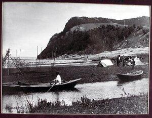 Вид на Молодецкий курган на берегу р. Волги.