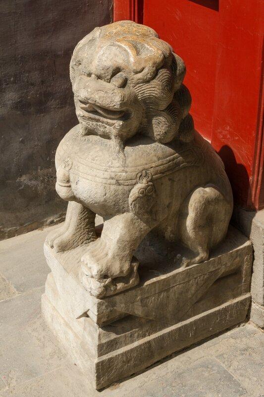 Каменный лев, храм Белого облака, Пекин