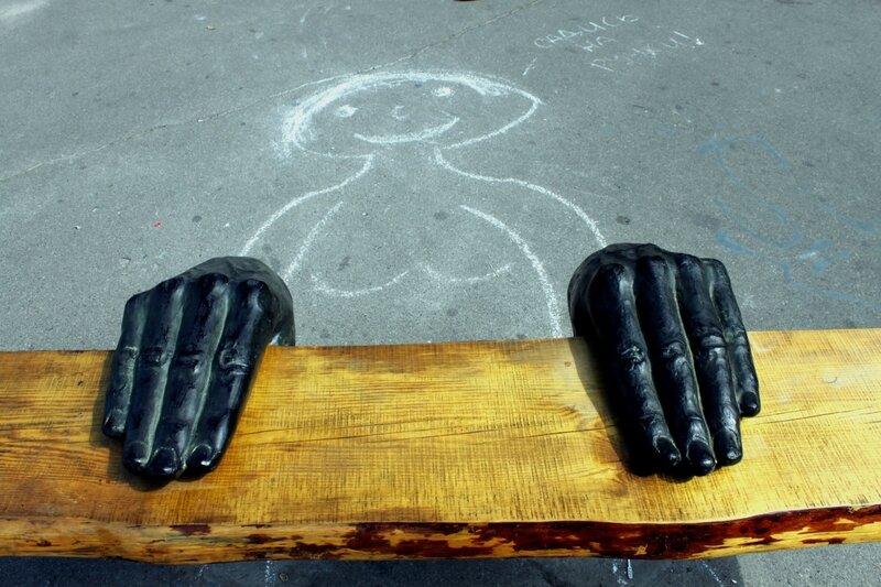 скамейка руки пейзажная аллея киев