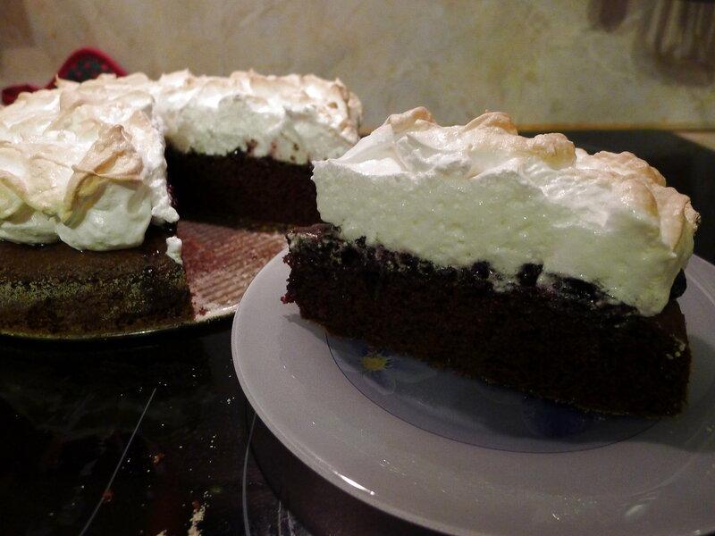 Пирог на скорую руку с воздушным кремом (Пирог со взбитым кремом)
