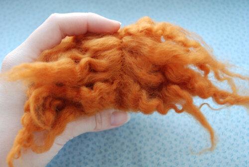 Как сделать волосы кукле из шерсти