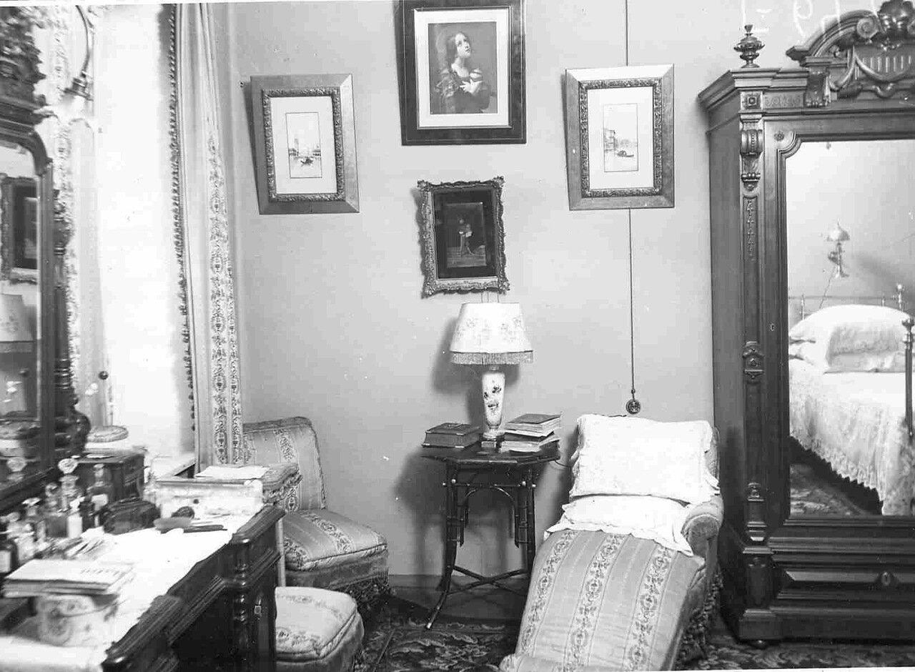 Часть спальни