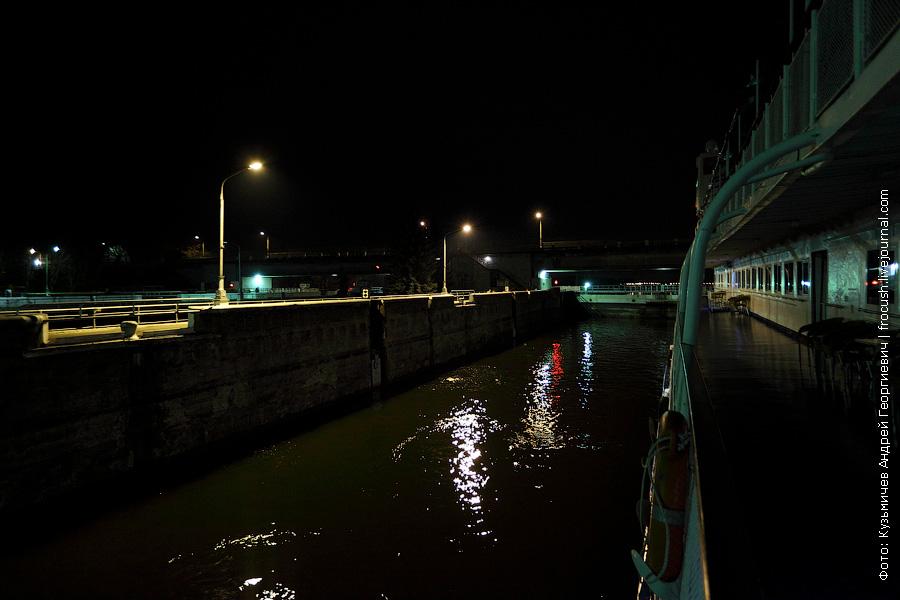 Рыбинский шлюз ночью