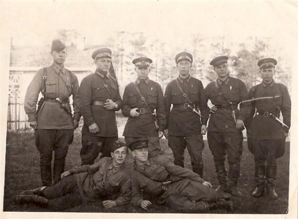 Группа десантников, очевидно, 1942 г., фото из личных архивов.jpg