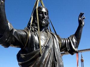 В Сирии на вершине горы установили статую Христа