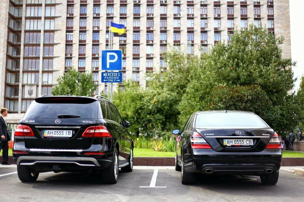 Парковка у здания Донецкой облгосадминистрации