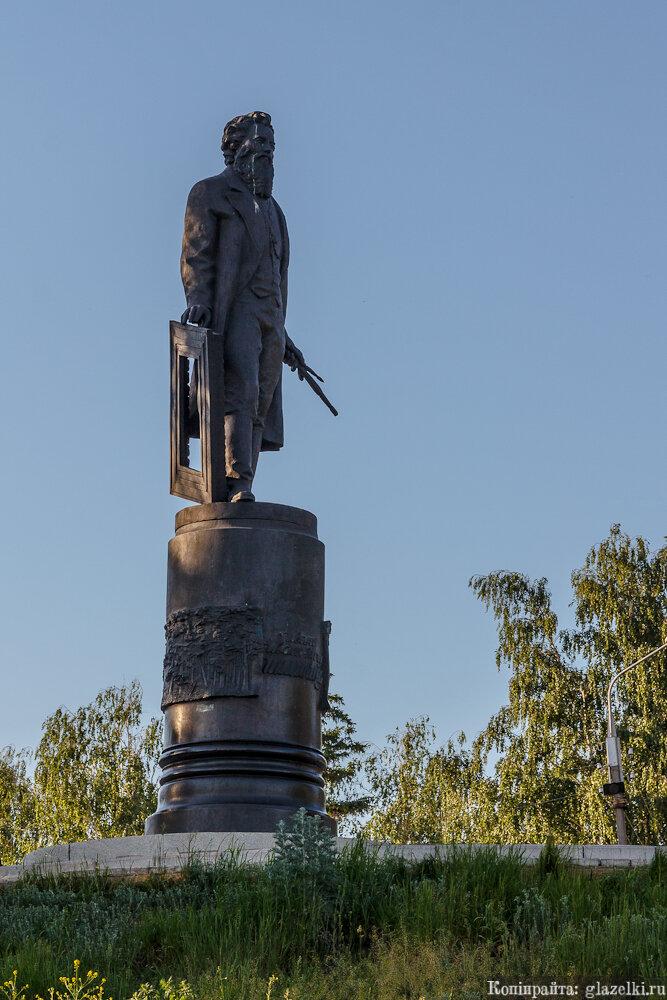 памятник Шишкину.