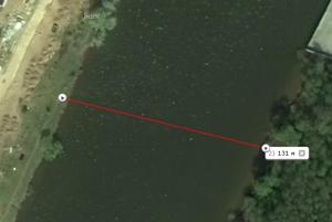 Расстояние 130 метров, светим через реку.