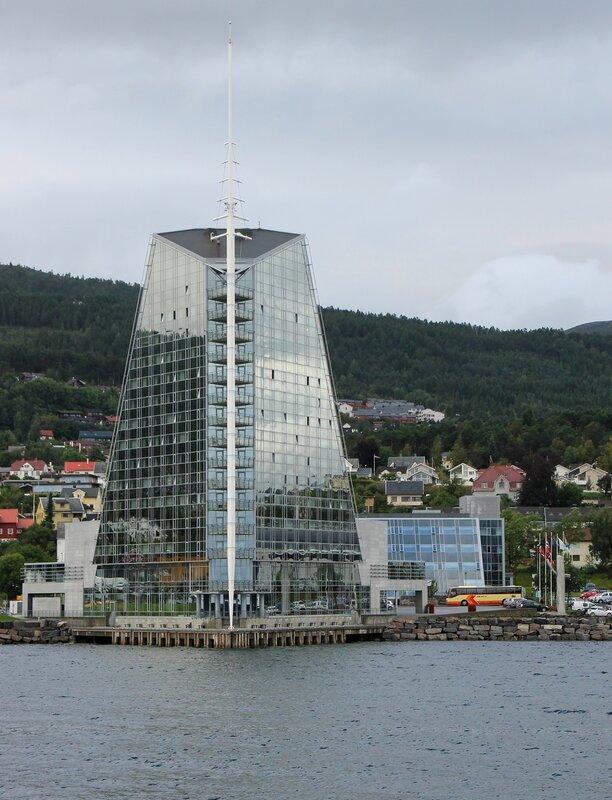 Норвегия, Молде, Паром, Ромсдальфьорда. Norway, Molde, Ferry,  Romsdalsfjord. Rica Seilet Hotel