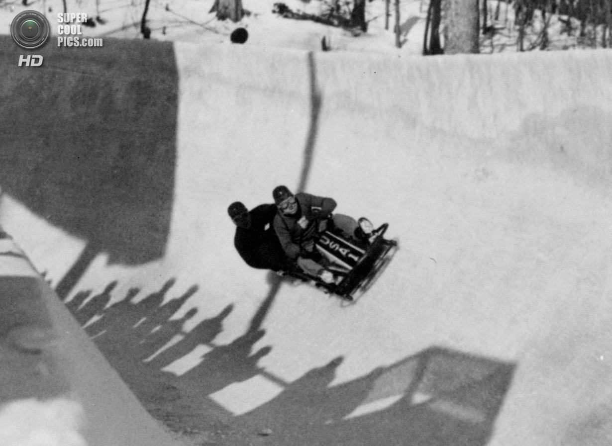 США. Лейк-Плэсид, Нью-Йорк. 9 февраля 1932 года. Американский экипаж-двойка, ведомый Хубертом Стивен