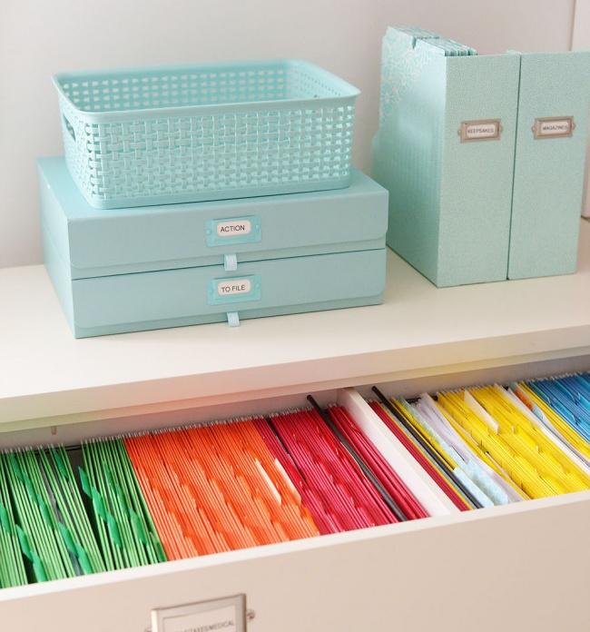Заведите специальные ящики ифайлы для разного типа бумаг: оплаченные счета, почта, важные документы