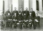 Группа депутатов Второй Государственной думы от Киевской губернии в колонном зале Таврического дворца.