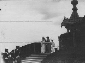 Императрица Мария Федоровна и великая княжна Мария Павловна на параде полка.