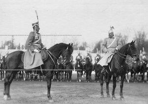 Командир гвардейского корпуса  генерал-майор В.М.Безобразов и командир полка генерал-лейтенант, граф Ф.А.Келлер в день смотра полка.
