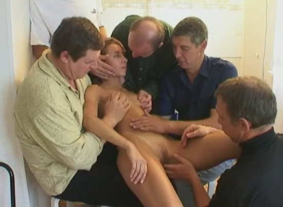 Порно отец с друзьями трахнул свою дочь