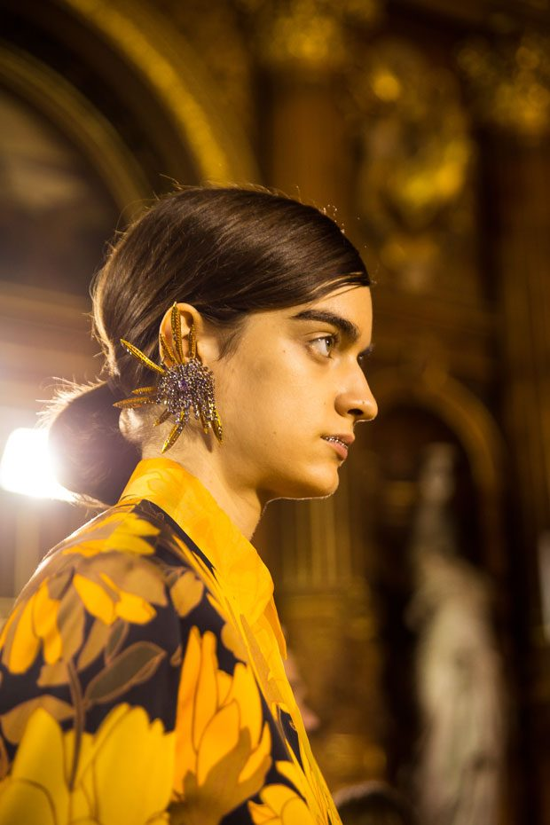 Go Backstage at Dries Van Noten Spring Summer 2018 Collection (20 pics)