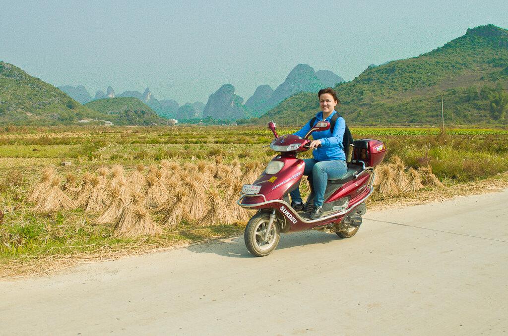 Фото из поездки на отдых в Китай самостоятельно. Окрестности деревни Яншо. По полям, по лугам на арендованном мопеде