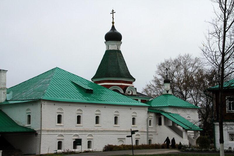 2013-10-19 Первый каменный шатровый древнерусский храм. Александров. Покровская церковь (1510-е)