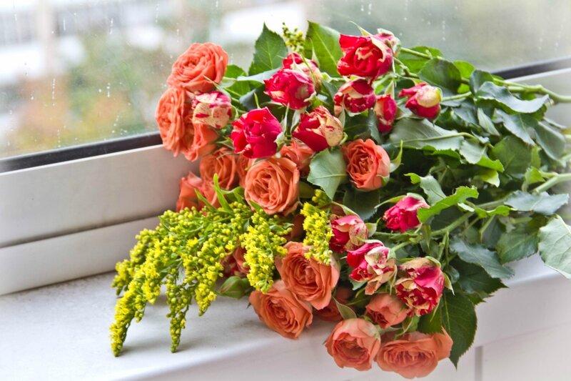 Букеты роз картинки на подоконнике