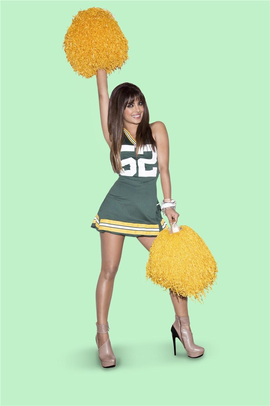Priyanka Chopra / Приянка Чопра в униформе команды NFL Green Bay Packers / сезон 2013-14