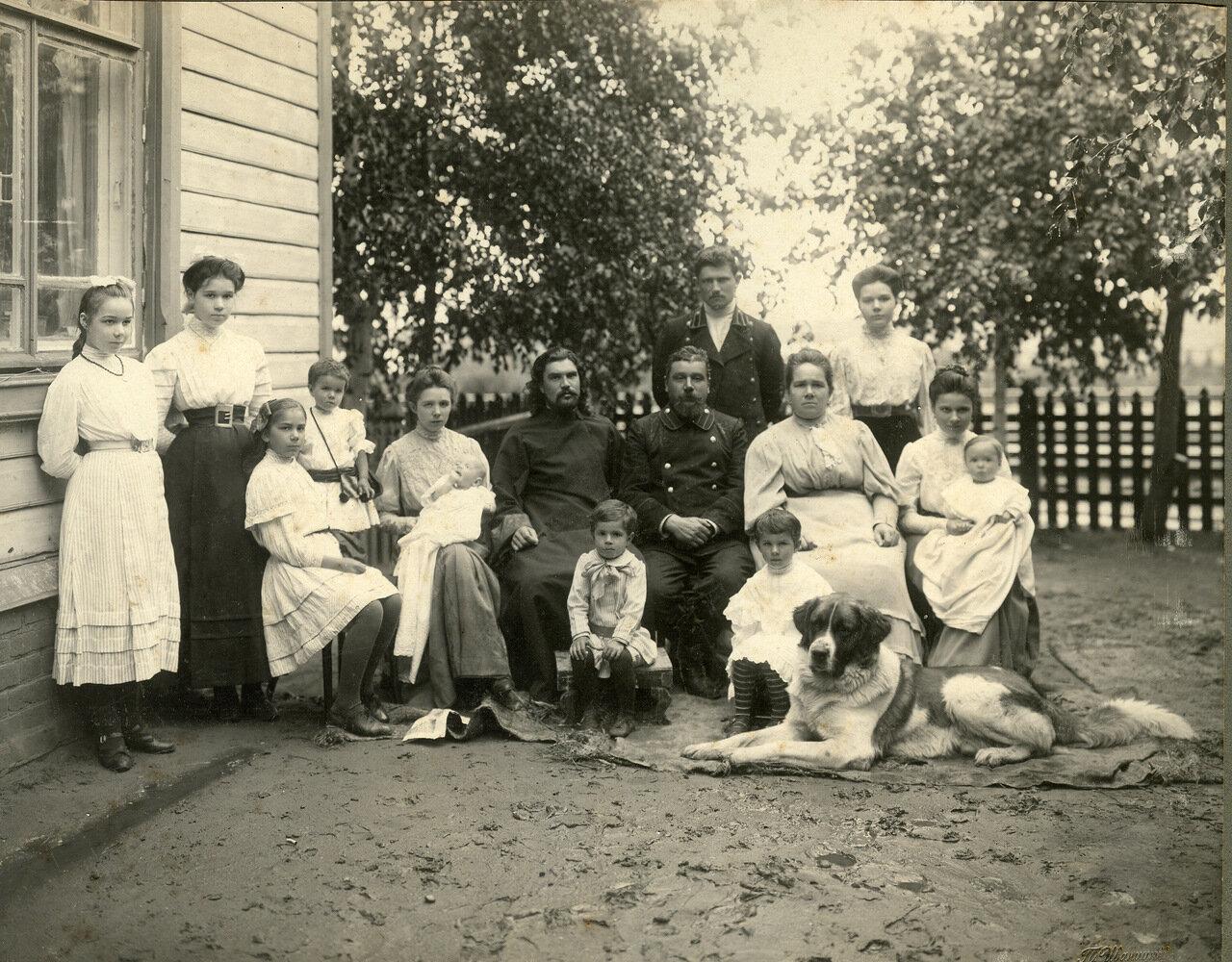 1910. Семейный портрет