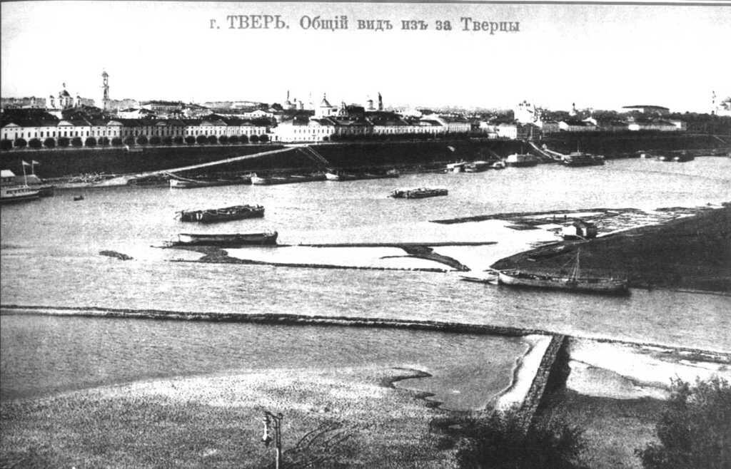 Общий вид из-за реки Тверцы
