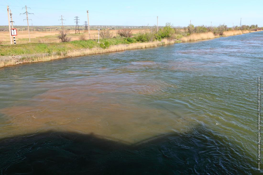 Смотрите, сколько песка со дна поднял проходящий танкер «Волгонефть-162»