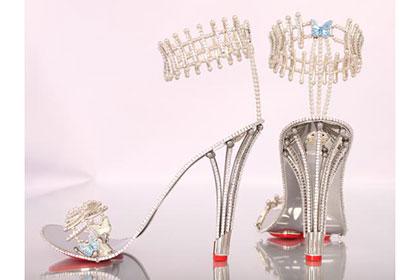 Дизайнер из Британии создал туфли с самой высокой в мире ценой