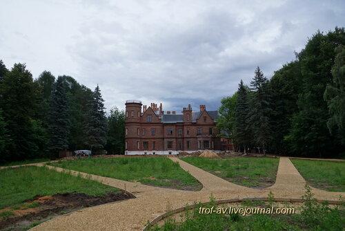 Замок усадьбы Щербатовых в поселке Герцено