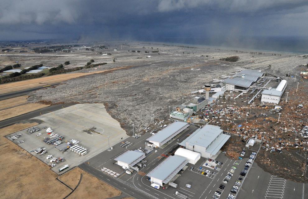 Землетрясение и цунами в Японии. 11.03.2011 (фото)