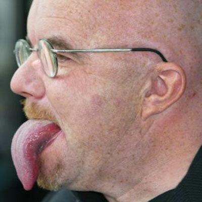 Фото самый длинный язык в мире у человека