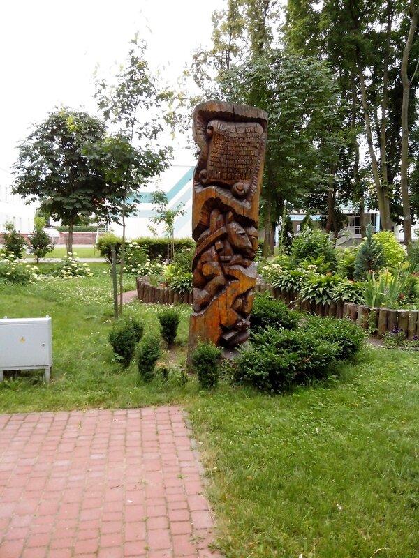 вырезанные из дерева