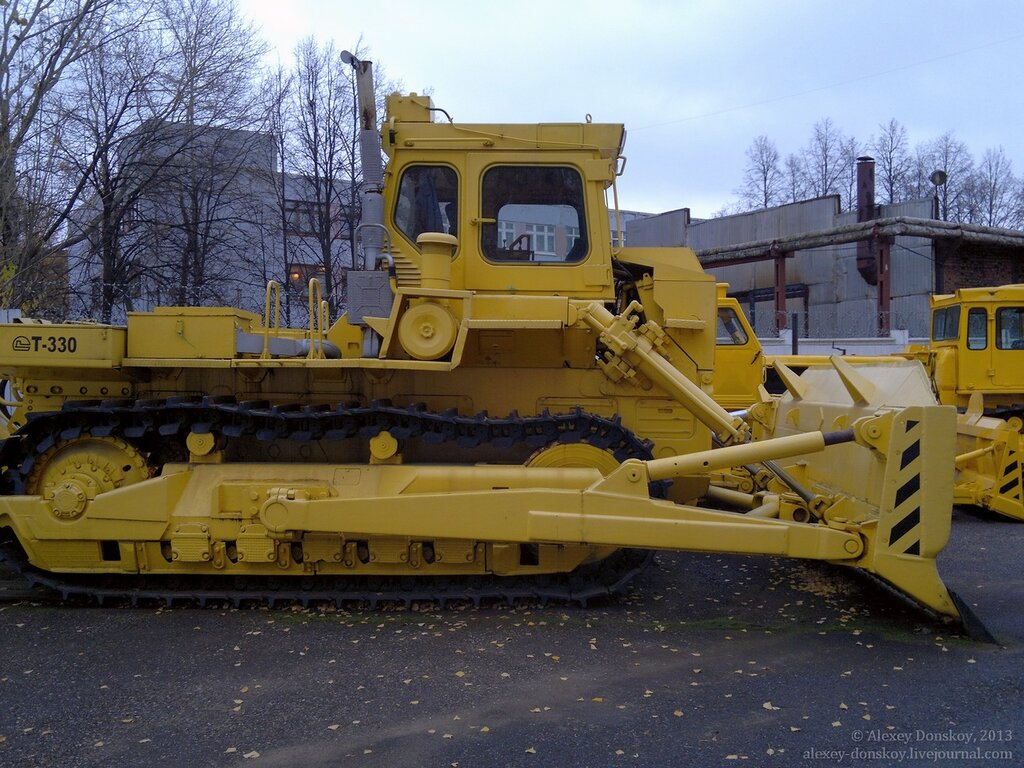 Первый бульдозер Т-330 в Музее трактора