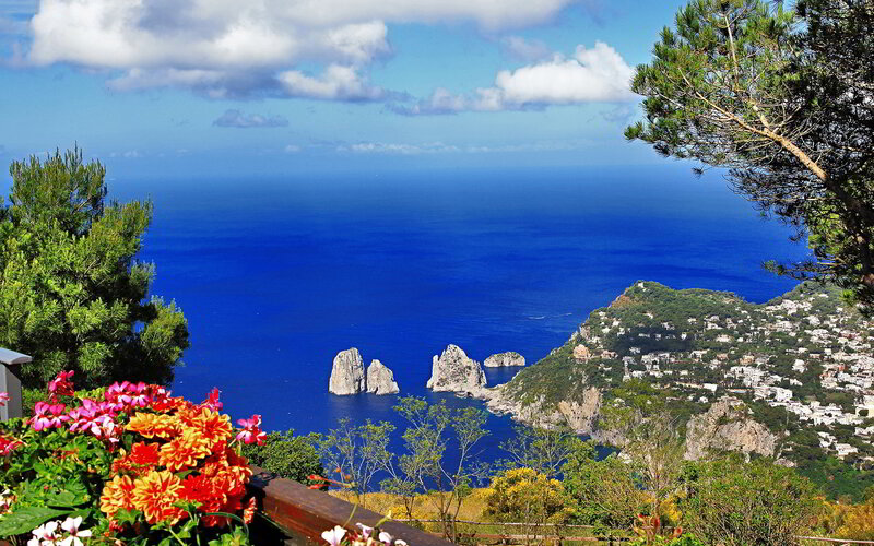 Capri-is-truly-a-magnificent-place-trip-Capri-travel-italy-trip-Capri-road-hottripnet1.jpg