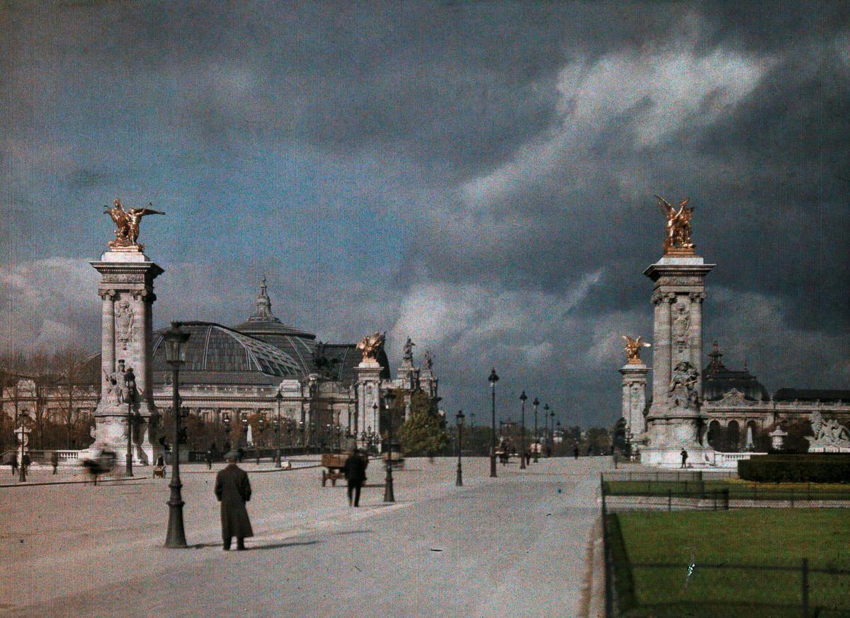 Большой дворец (Grand Palais) на Елисейских полях.