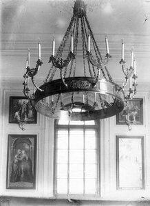 Люстра в тюремной церкви святого князя Александра Невского .