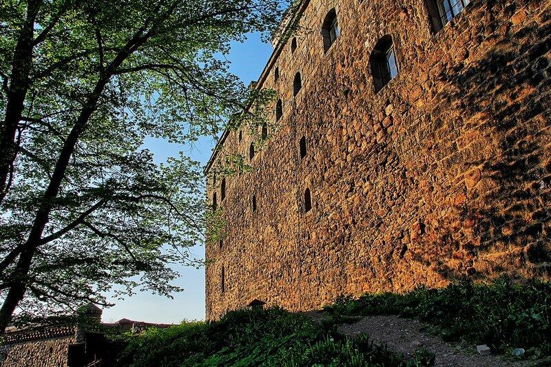 Каменная стена Выборгского замка - фестиваль «Майское дерево 2014»