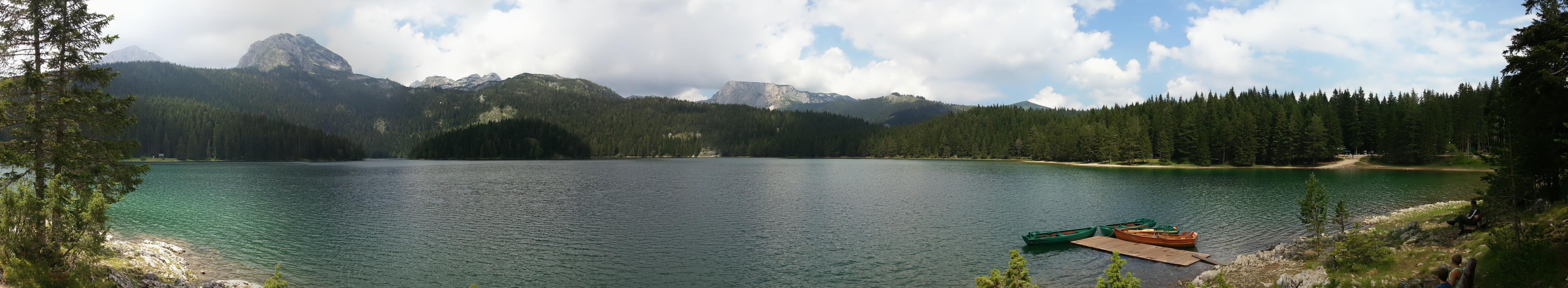 """Панорама """"Черного"""" озера в парке Дурмитор."""