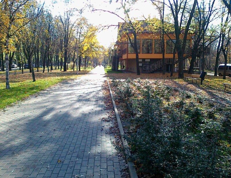 Зона отдыха на Русановской набережной