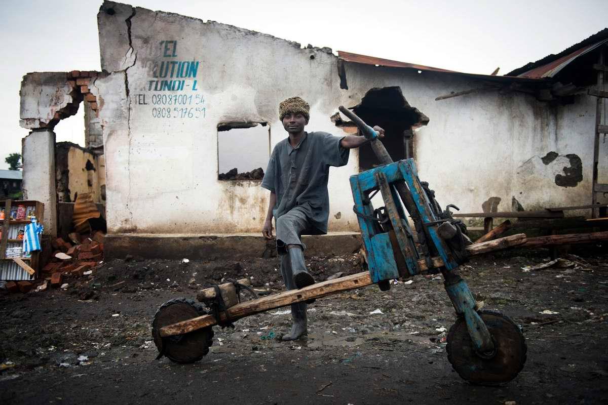 Демократическая Республика Конго - Участники соревнований на грузовых самокатах (2)