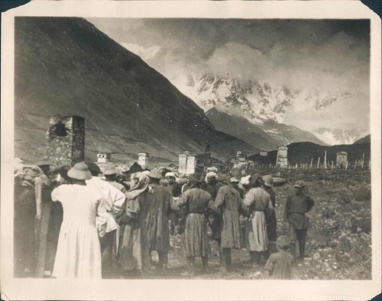 1930-е. Встреча начальников в горной кавказской деревне