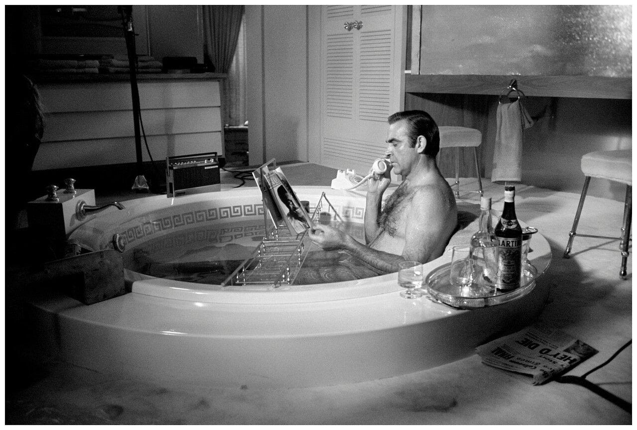 1967. Шон Коннери в ванной, Лас-Вегас