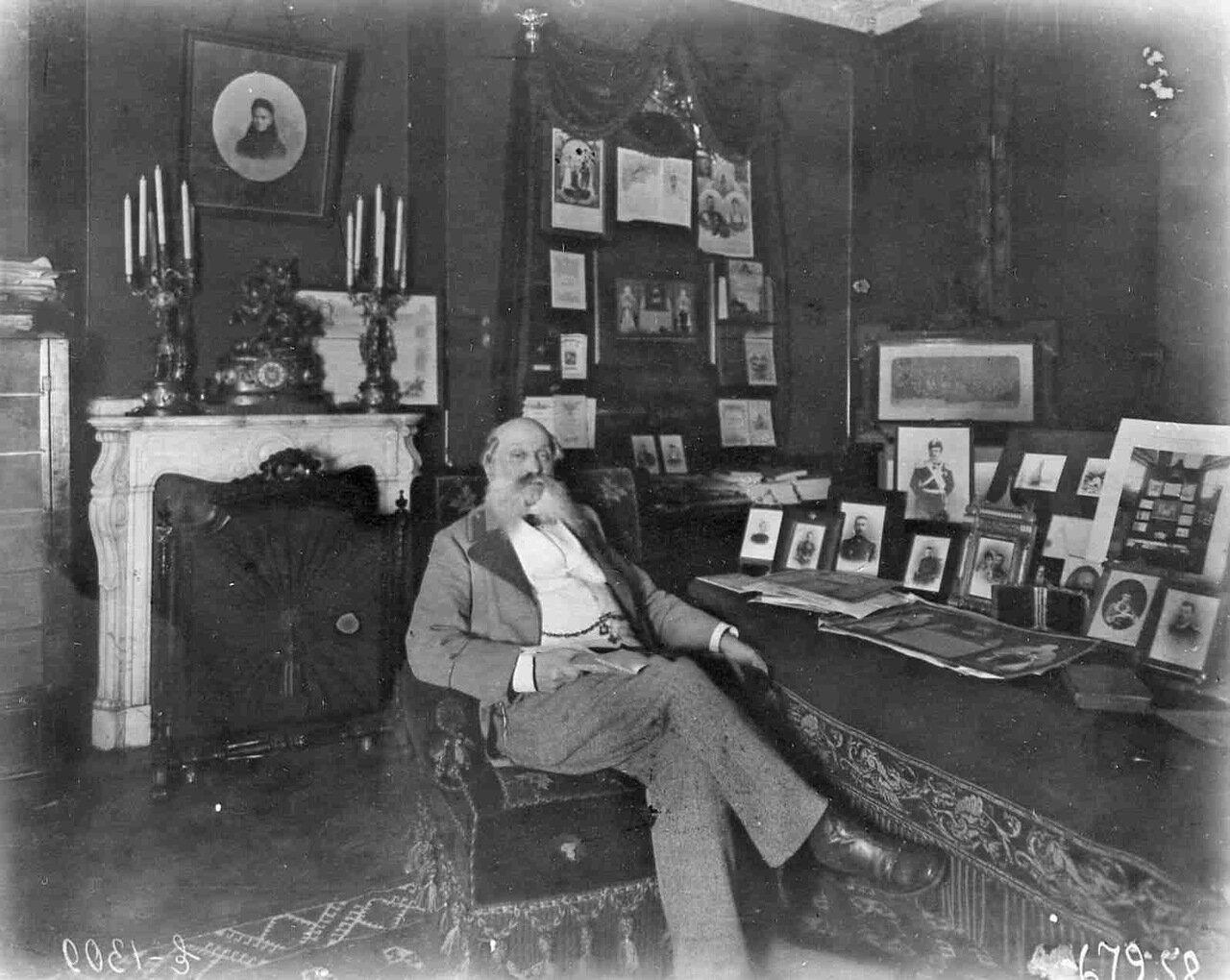 Генерал Е.В.Богданович в своем кабинете